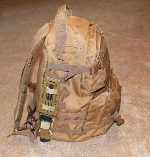Gerber LMF II Infantry Knife прикрепленный к рюкзаку